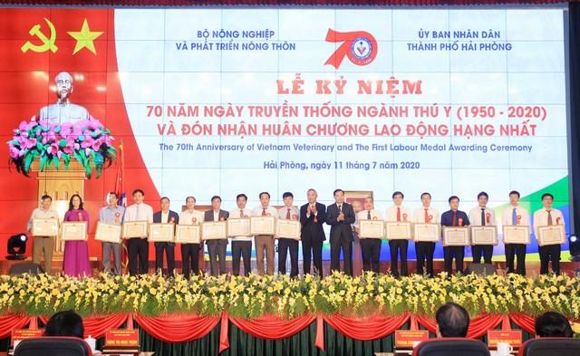 Kỷ niệm 70 năm Ngày truyền thống ngành Thú y và đón nhận Huân chương Lao động hạng Nhất