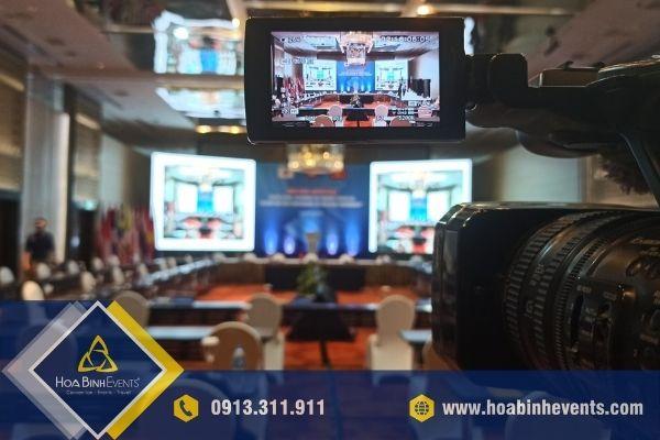 Hội nghị trực tuyến với thiết bị hiện đại
