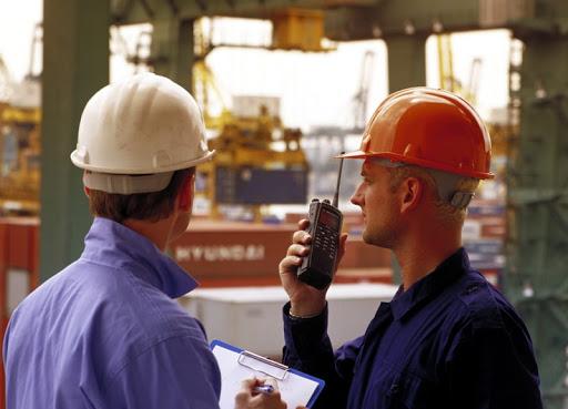 Máy bộ đàm vô cùng thích hợp để sử dụng khi tiến hành xây dựng hay khi thực hiện đo đạc và vận chuyển vật liệu…
