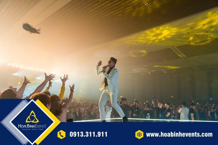 Bạn đã biết được tầm quan trọng của những phụ kiện sân khấu chưa?