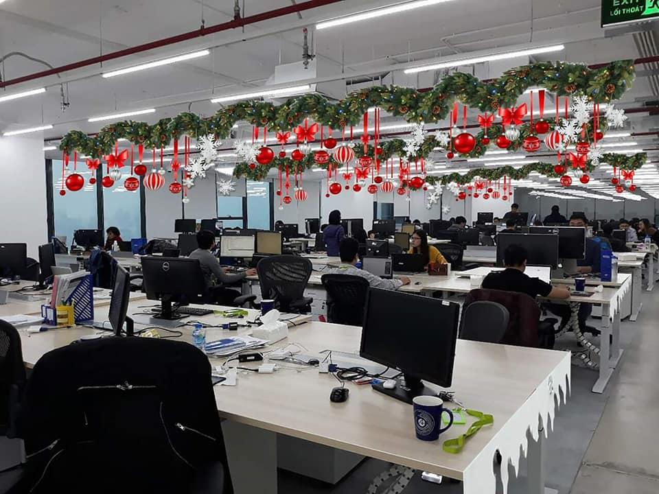 Trang trí Noel trong phòng làm việc