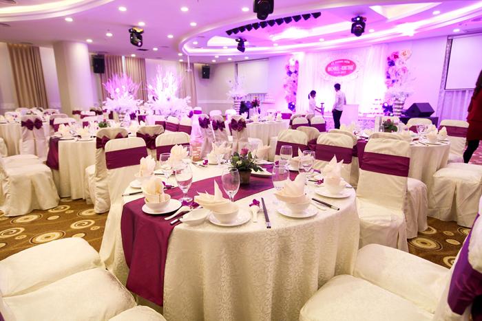 kinh nghiệm tổ chức tiệc cưới sắp xếp khu vực bàn tiệc