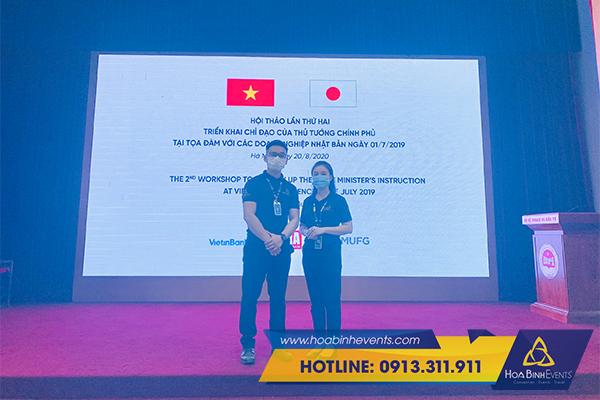 HoaBinh Events cung cấp dịch vụ cho thuê máy chiếu màn chiếu với thủ tục đơn giản