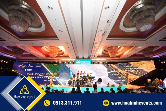 Màn hình LED được sử dụng trên sân khấu tiệc cuối năm