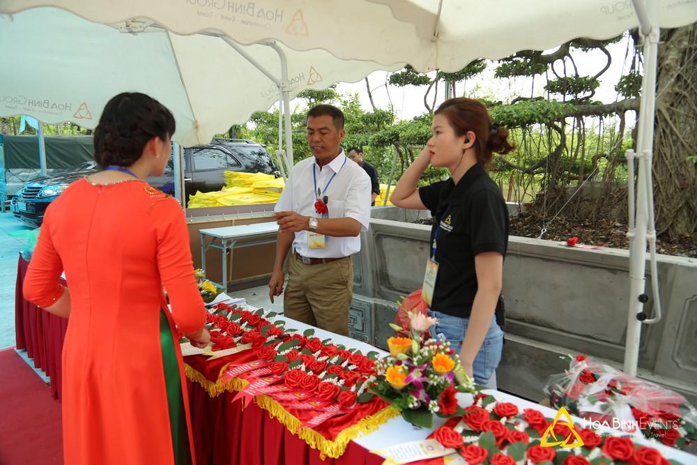 khu vực quầy lễ tân đón khách tham dự sự kiện