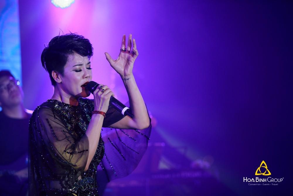 Live show Dương Cầm đêm Phương trên du thuyền Hạ Long