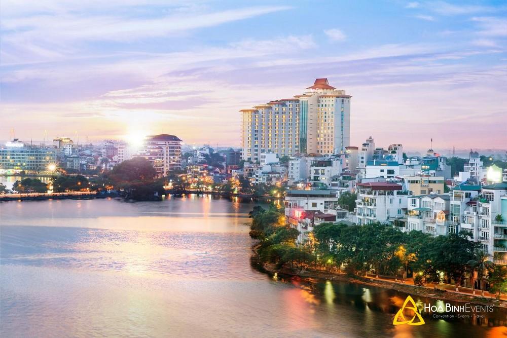 Khách sạn Pan Pacific Hanoi  Địa chỉ: 1 Thanh Niên, Yên Phụ, Quận Ba Đình, Hà Nội.