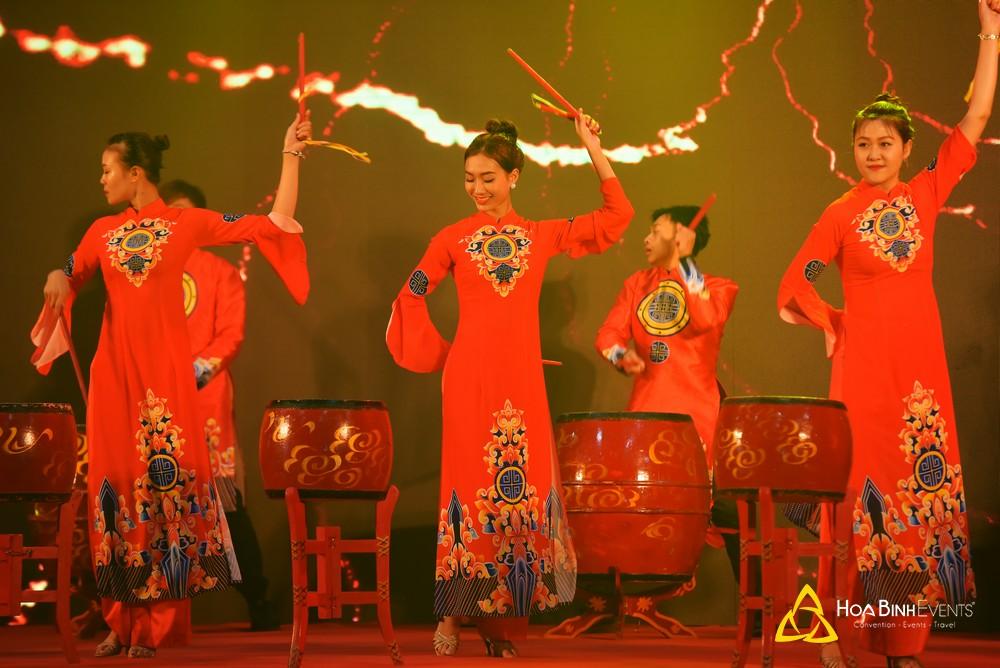 http://hoabinhevents.com/cho-thue-bieu-dien-trong-hoi-khai-truong-khanh-thanh.html