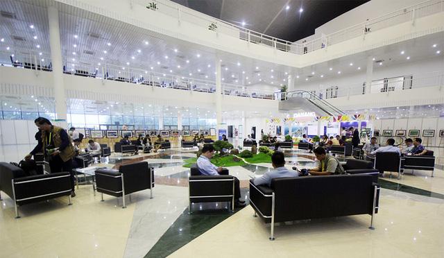 Trung tâm báo chí và truyền hình ở đây có 3 phòng riêng biệt dành cho truyền hình, phát thanh và báo viết