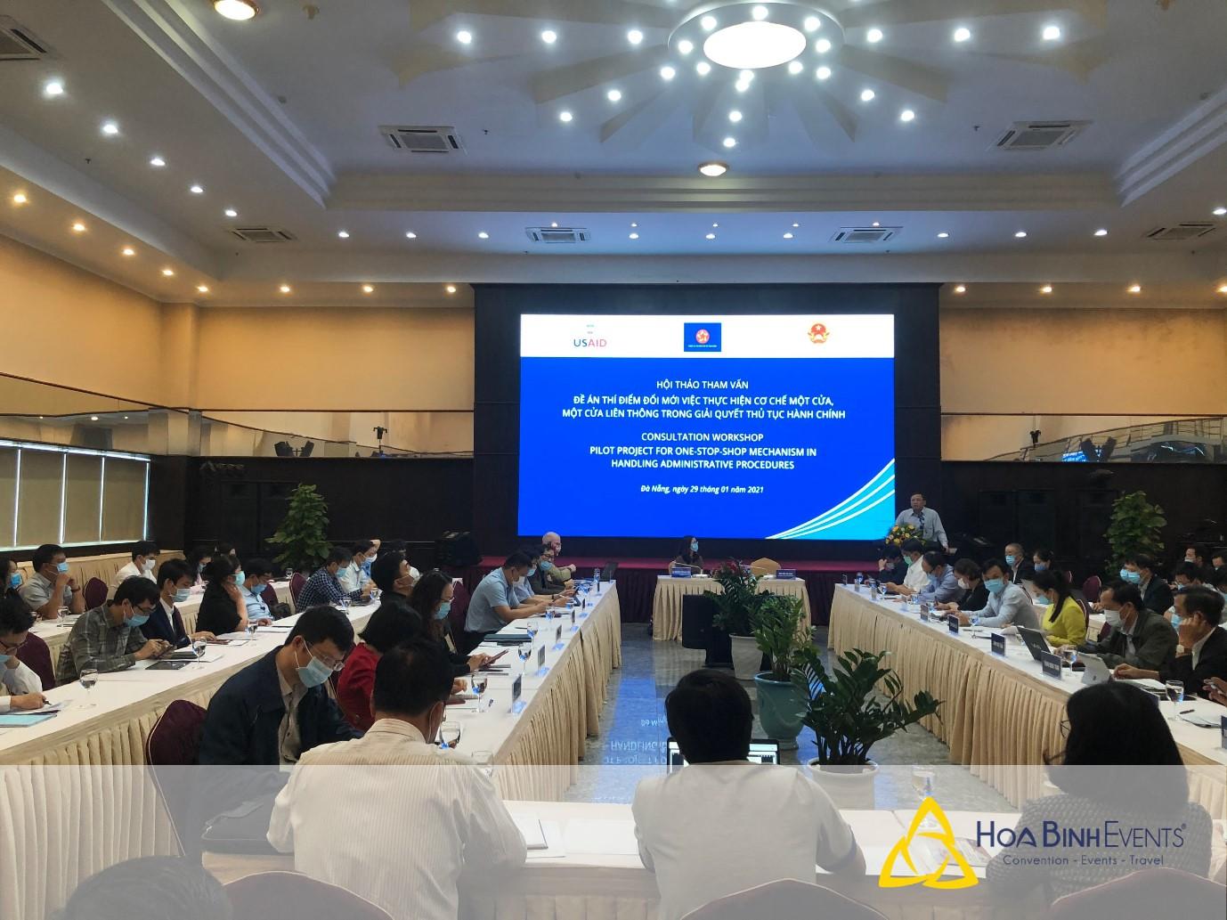 Tổ chức hội nghị, hội thảo để thảo luận vấn đề thực tiễn