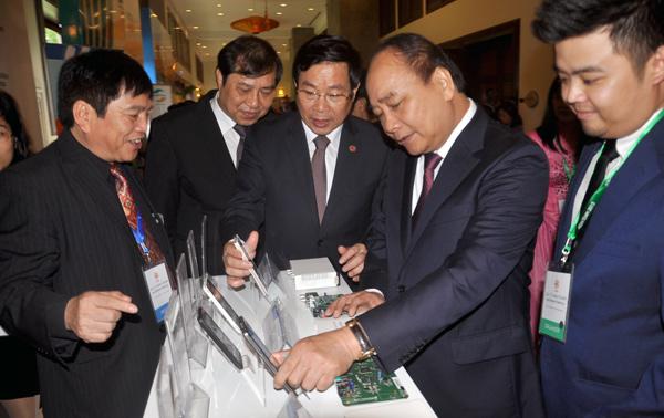 Phó Thủ tướng Chính phủ Nguyễn Xuân Phúc phát biểu tại Lễ khai mạc Hội nghị Bộ trưởng Viễn thông và Công nghệ thông tin ASEAN lần thứ 15 (TELMIN 15)tổ chức tại thành phố Đà Nẵng sáng nay (26/11).