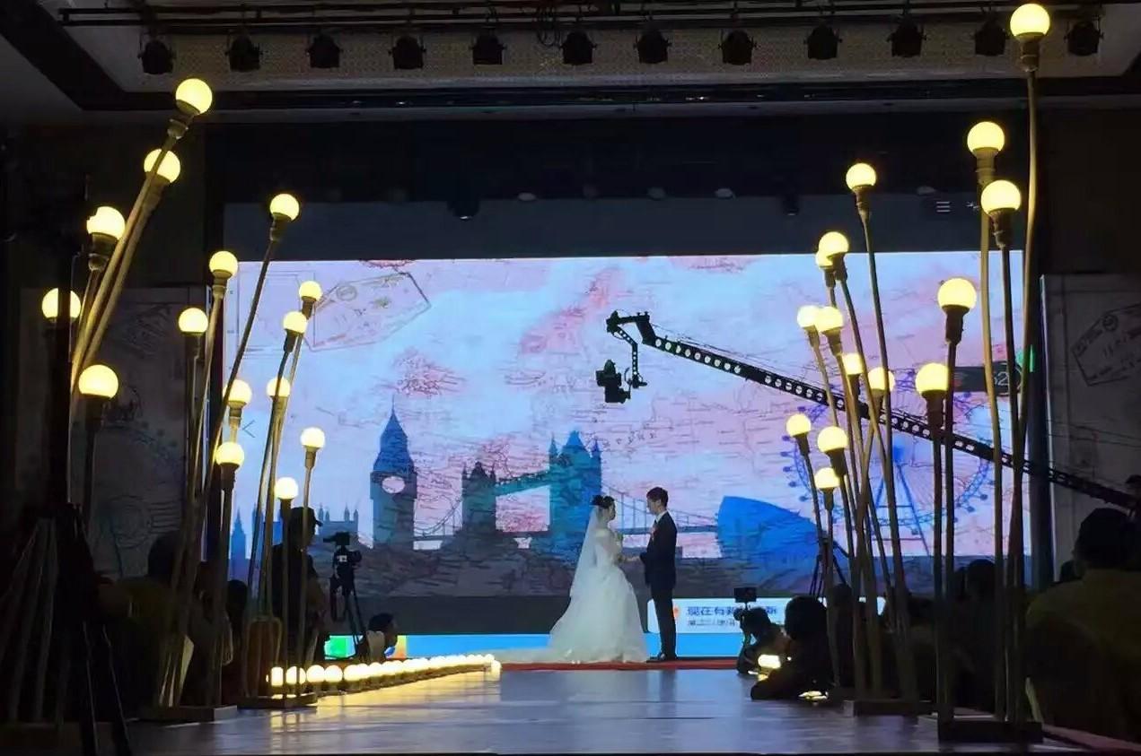 Với màn hình LED, sự sáng tạo cho đám cưới được thể hiện tối đa