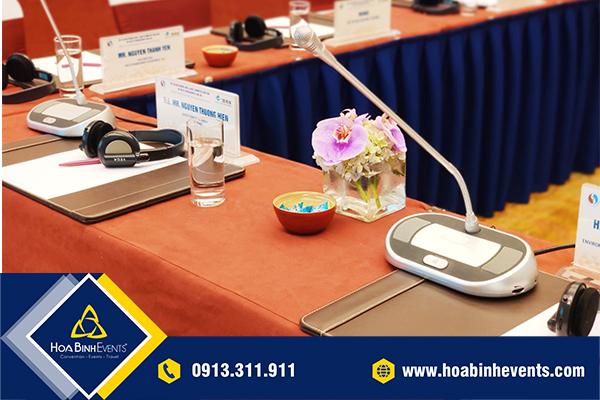 Mic cổ ngỗng được sử dụng trong hầu hết hội nghị, hội thảo, sự kiện