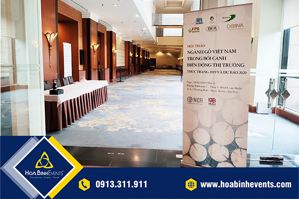 HoaBinh Events cho thuê standee với số lượng lớn và giá cả cạnh tranh