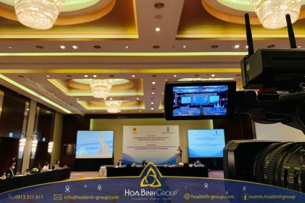 Hội nghị trực tuyến là hội nghị được tổ chức thông qua phần mềm